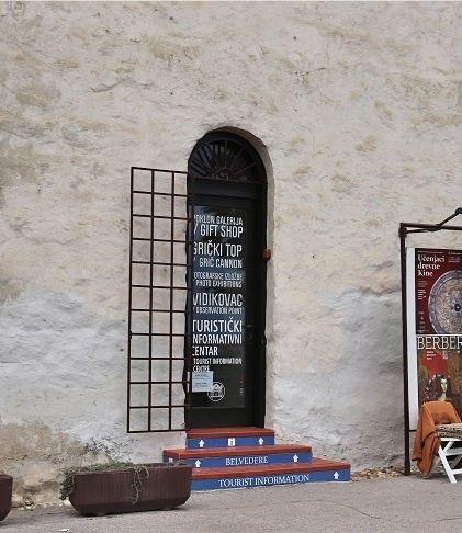 ロトゥルシュチャク塔の入り口