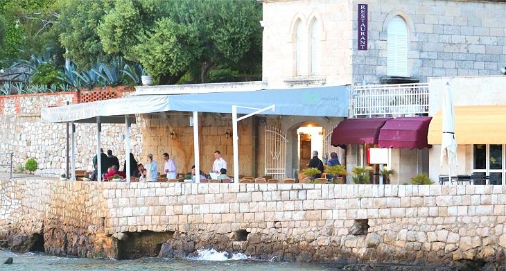 クロアチアの海辺レストラン