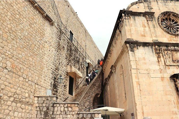 城壁へ上る階段